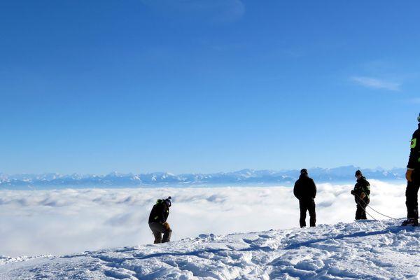Avalanche contrôlée à la station de Métabief