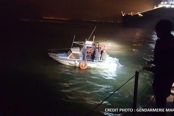 Neuf migrants interceptés mardi matin par les gendarmes, dans un bateau volé au port de plaisance de Gravelines.