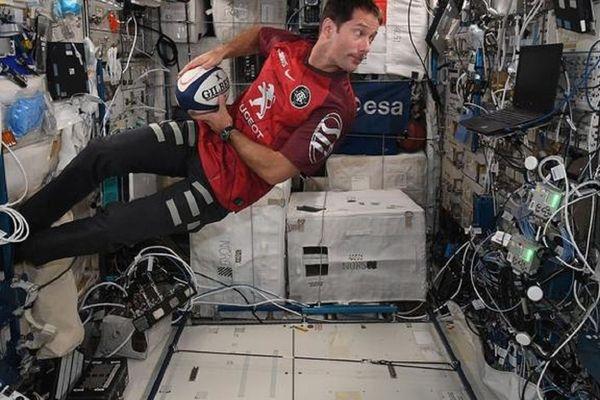 Le spationaute toulousain Thomas Pesquet au soutien des rouges et noirs depuis l'espace.