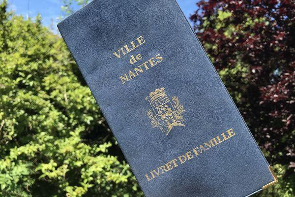 """""""Pour un seul dossier, il y a pu y avoir jusqu'à quatre reports"""" service de l'état civil de Nantes."""