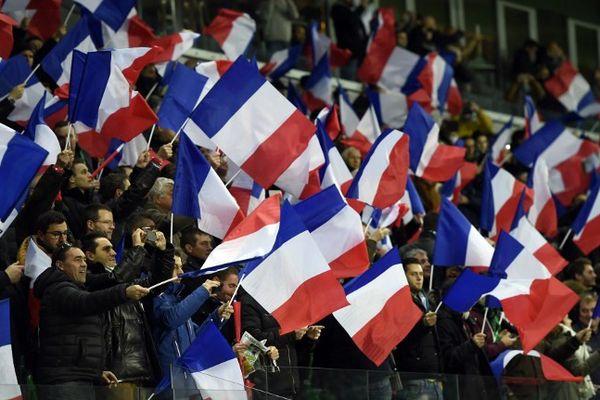 Marseillaise chantée et drapeaux agités, les hommages des supporters lors de ce match.