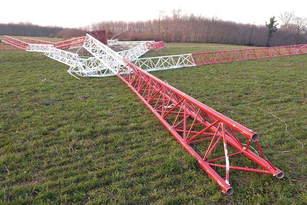 Mat de mesure éolien trouvé au sol le 4 janvier 2019 sur la commune de Folles.