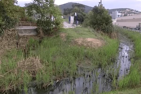 Les employés d'EDF ont réalisé des pompages pour nettoyer le cours d'eau.