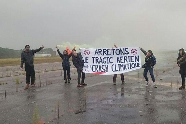 Le 3 octobre 2020, les sept militants se sont introduits sur le tarmac de l'aéroport de Bordeaux-Mérignac.