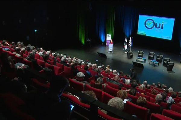 Anna Sohier à la tribune du forum Oui la Bretagne qui se tenait à Carhaix le 14 octobre