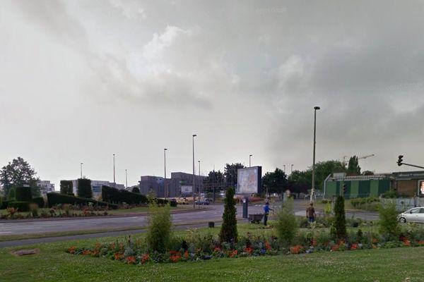 L'automobiliste arrivait probablement du boulevard Shuman avant de perdre le contrôle de sa voiture au niveau du rond point Jean-Monnet