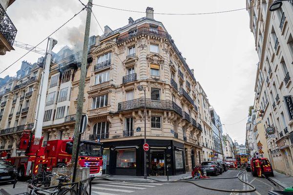 Le bâtiment concerné se situe à proximité du siège de l'état-major de la Brigade de sapeurs-pompiers de Paris (BSPP).