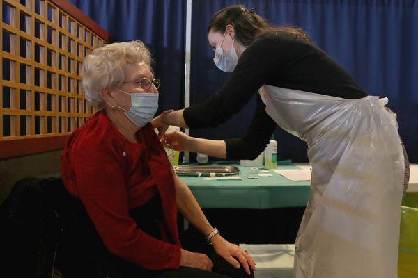 Les vaccinations continuent, mais le rythme n'est pas assez soutenu, selon plusieurs médecins insulaires