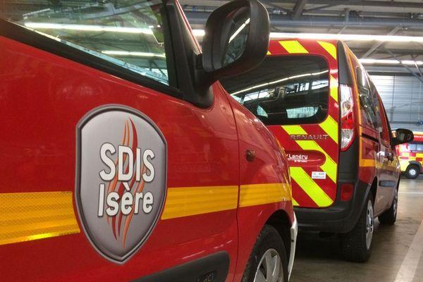 Des véhicules des sapeurs-pompiers de l'Isère.