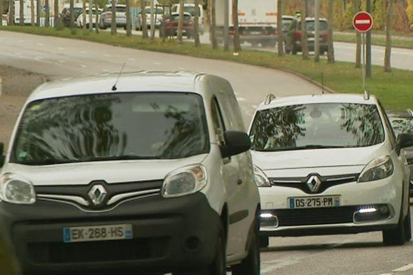"""""""Il faut changer les modes de déplacement pour diminuer la pollution automobile"""" Chaynesse Kirouni, vice-présidente du Grand-Nancy"""