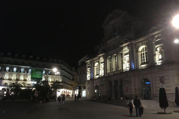 Angers Place du Ralliement de nuit