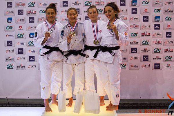Maëlle Di Cintio (deuxième en partant de la gauche) est de nouveau championne de France de Judo.