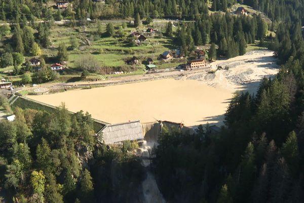 Le lac du Boréon, et son barrage le 3 octobre 2020, au lendemain de la tempête Alex.