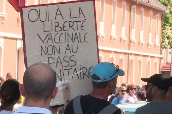 A Belfort, 1 500 manifestants se sont réunis pour dénoncer la mise en place du pass sanitaire.