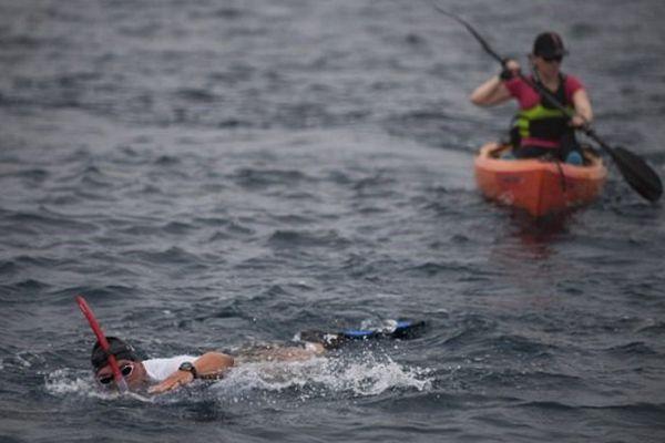 Les ligériens,Maria Guerra et Alain Gomez traversent le détroit de Gibraltar, à la nage et en Kayak. Un défi en soutien aux migrants ... 11/8/2015