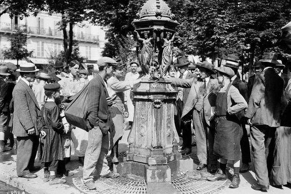 Les fontaines Wallace font partie du paysage parisien depuis 1870. On en dénombre près de 120 dans la capitale aujourd'hui.