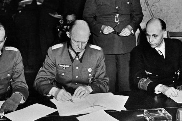 La capitulation des nazis à Reims en 1945.