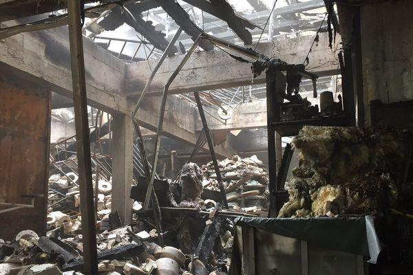 Le feu a détruit 3 niveaux du même bâtiment