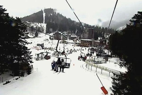 La station de ski du Lioran (15) sous la neige au printemps 2015