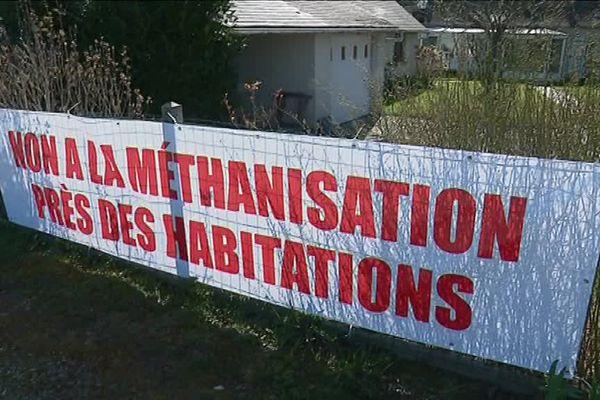 Mars 2018 : trop près des maisons : les riverains s'opposent vivement au projet d'implantation d'une usine de méthanisation sur le site des Gaudières, à Mettray.