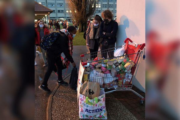 Les élèves de l'institution Saint-Esprit ont récolté 1 300 kilos de dons pour les Restos du coeur.