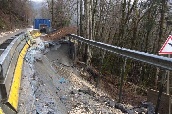 Durant la tempête Eleanor en janvier, à Serraval, en Haute-Savoie, certains habitants ont vu leurs caves inondées, ou leurs accès privés détériorés. Les dégâts les plus importants concernent les voiries (communales et départementales). Sur la RD qui mène de Serraval au Bouchet-Mont-Charvin, un glissement de terrain a entraîné la coupure de la route pendant plus d'un mois.