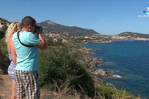 Les vacanciers d'Europe de l'Est sont de plus en plus nombreux à visiter la Corse. Mais cette progression n'empêche pas la saison touristique d'être décevante, pour les professionnels du secteur.