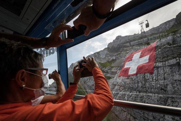 Touristes masqués en Suisse, le 31 juillet 2020