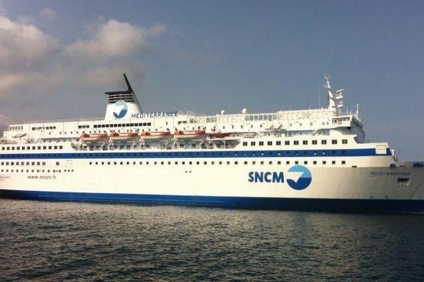 """24/06/14 - Le """"Méditerranée"""", navire de la SNCM bloqué à quai dans le port de Bastia"""