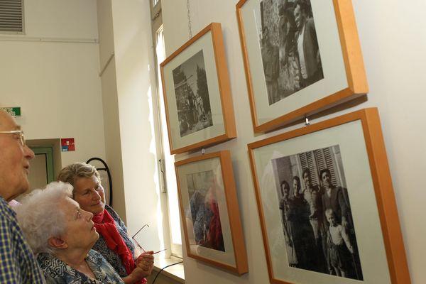 Exposition des photos de Viviane Maier à Saint-Julien-en-Champsaur, dans les Hautes-Alpes en juin 2011. L'artiste a réalisé de nombreux clichés à Saint-Julien-en-Champsaur dans les années cinquante.