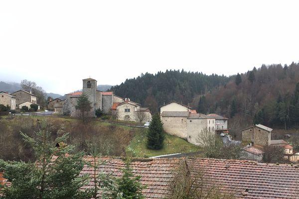 La commune de Saint-Pal-de-Senouire, 110 habitants, se sent noyée dans l'agglomération urbaine du Puy-en-Velay (Haute-Loire).