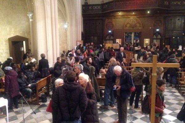 Depuis mardi soir, de jeunes migrants appuyés par des associations passent la nuit dans l'église St Ferréol pour interpeller les pouvoirs publics