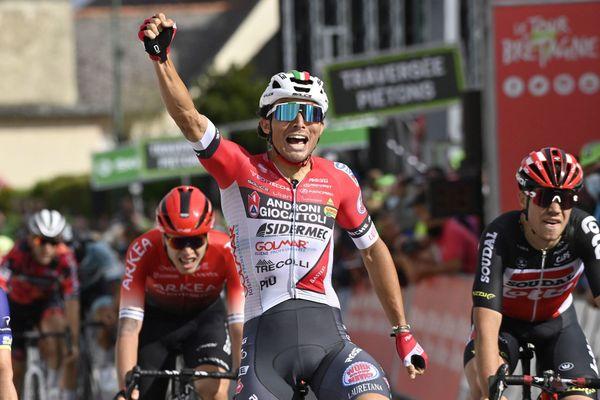 Tour de Bretagne Cycliste 2021. Cinquième étape entre Chateaubriant et Boisgervilly. Victoire de l'italien Leonardo Marchiori (équipe Androni Giocattoli)