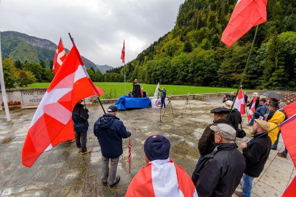 Des militants savoisiens ont proclamé leur indépendance, dimanche, à la nécropole nationale des Glières sur le site de Morette.