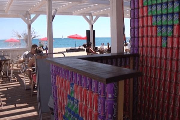 Le Barcarès (Pyrénées-Orientales) - Ce restaurant club de plage a nécessité l'assemblage de 20.000 cannettes - 2014.