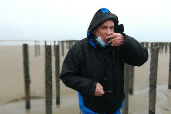 Charles Beaulieu apprécie ces huîtres du Nord. Future IGP (indication géographique protégée) ?