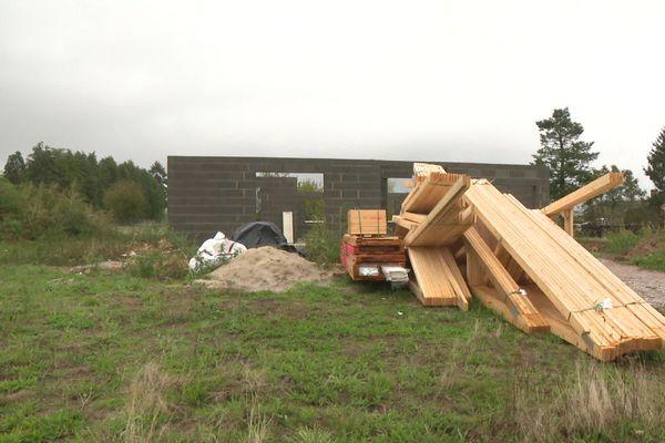 Le propriétaire reproche au constructeur des malfaçons sur les fondations de sa maison