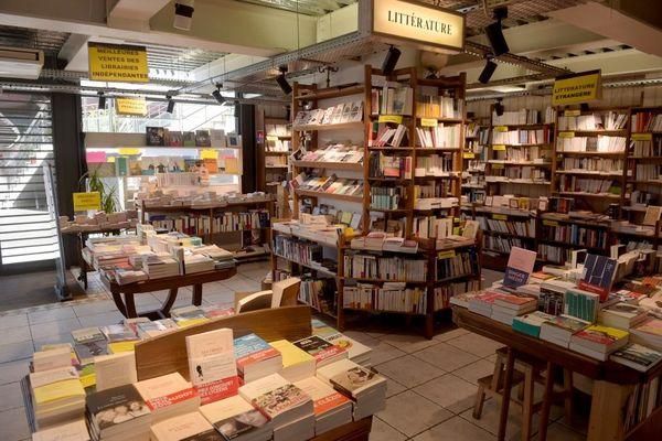 De nombreux maires se mobilisent pour permettre aux commerces de proximité, comme les librairies, d'ouvrir pendant le confinement.