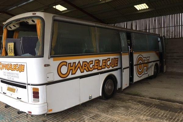 Le bus qui va servir d'abris d'urgence pour Emmaüs