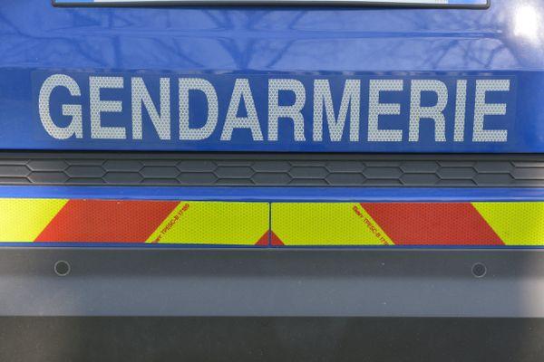 Une voiture de gendarmerie.