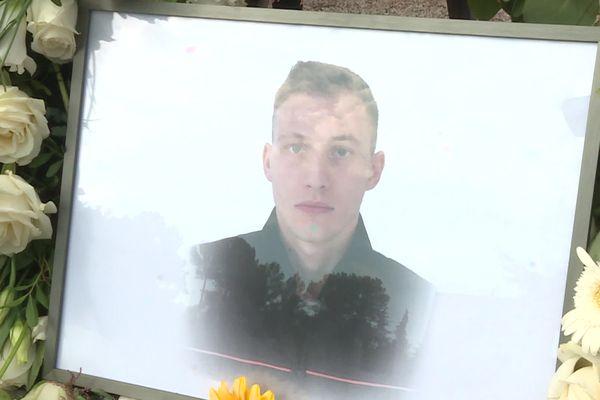 Carros, jeudi 9 septembre 2021 : le portrait du pompier Matis Canavese, mort le 31 août dans un accident de moto. Une marche blanche a été organisée dans sa commune.