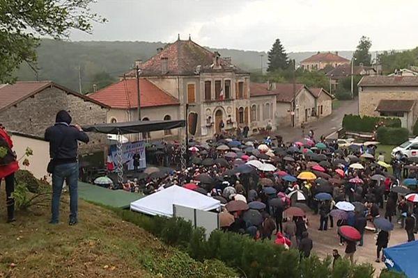 Ils étaient environ 500 à s'être déplacés à Brachay en Haute-Marne pour écouter le discours de rentrée de la présidente du Front National, Marine Le Pen.