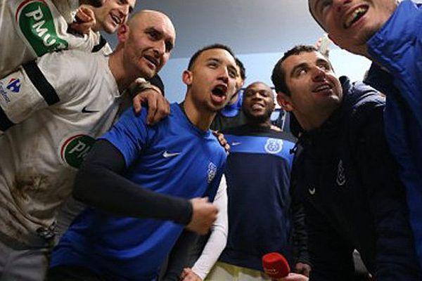 Clément Daoudou, au centre en maillot bleu et manche noire, a été agressé quelques heures après la qualification de son club, l'US Granville, en quart de finale de la Coupe de France