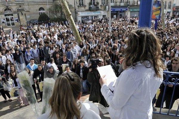 Un millier de personnes a rendu hommage à Sylvain une semaine après sa mort en mars 2015 à Blaye
