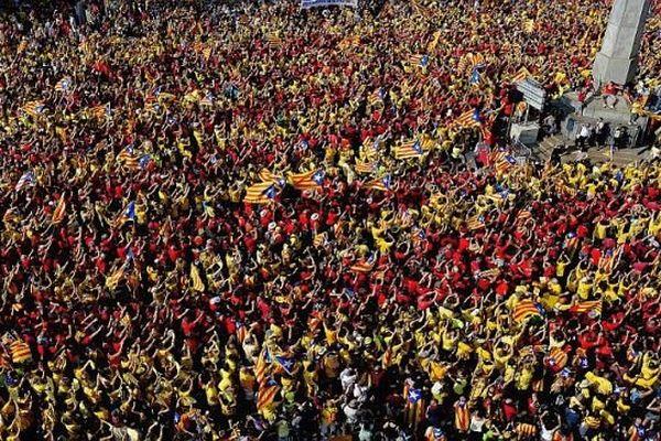 Barcelone (Espagne) - des centaines de milliers de Catalans manifestent en faveur d'une Catalogne indépendante - 11 septembre 2014.