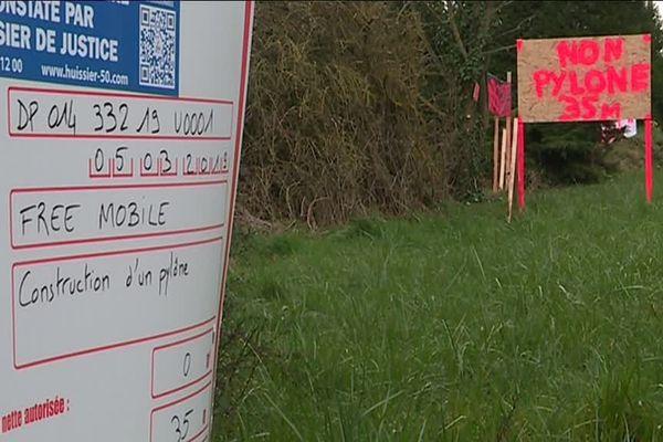 Le panneau d'autorisation de travaux a été installé le 15 mars.