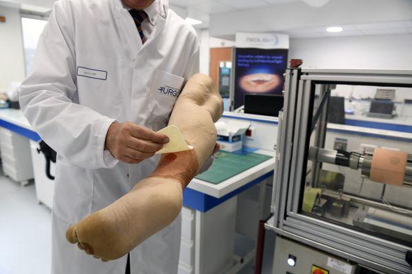 Avec le projet Genesis, le laboratoire Urgo ambitionne de pouvoir créer une peau artificielle pour soigner les plaies d'ici quelques années (image d'illustration)