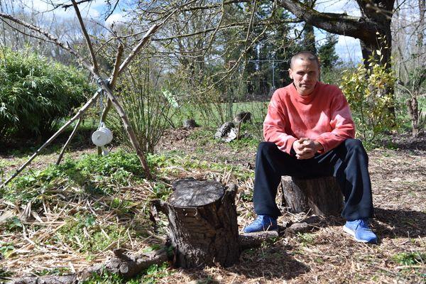 Johnny Simon au cœur du jardin forêt du jardin de la Selle.