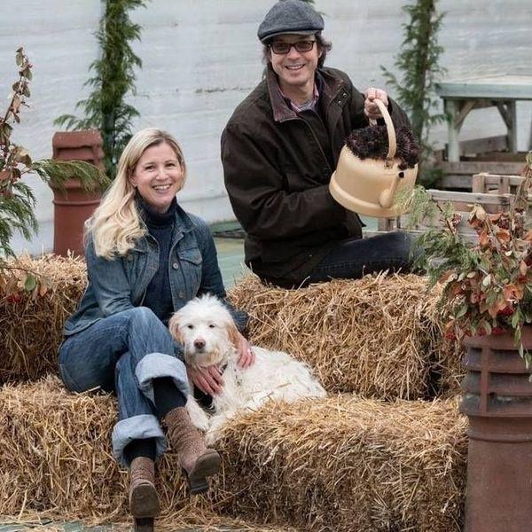 Alison (à gauche) gère English Garden Plants à Rânes dans l'Orne