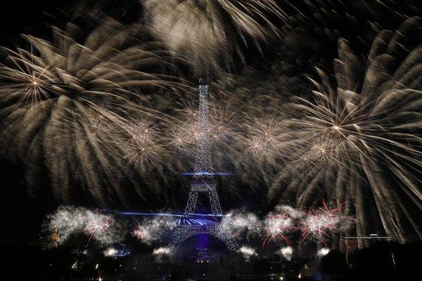 Le feu d'artifice du 14 Juillet aura bien lieu mais les rassemblements autour de la Tour Eiffel seront interdits.